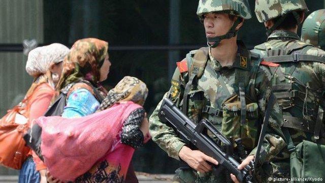 گاردین: بازداشت روشنفکران اویغور هشدار چین به این اقلیت است