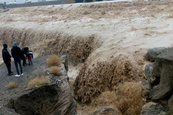 تشنه لبانی که آب خانه هایشان را فرا گرفت ، 120 روستا در محاصره سیل