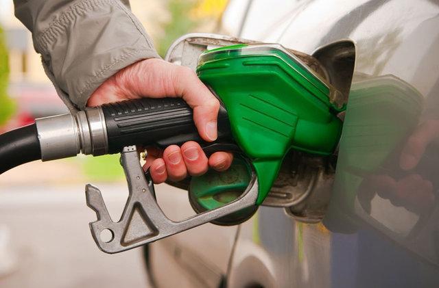 انتقاد رییس مجمع نمایندگان استان از عدم توزیع بنزین یورو 4 در کرمان