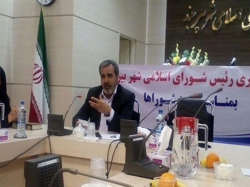 خبرنگاران رئیس شورا: دولت به دنبال محدود کردن اختیارات شوراها است