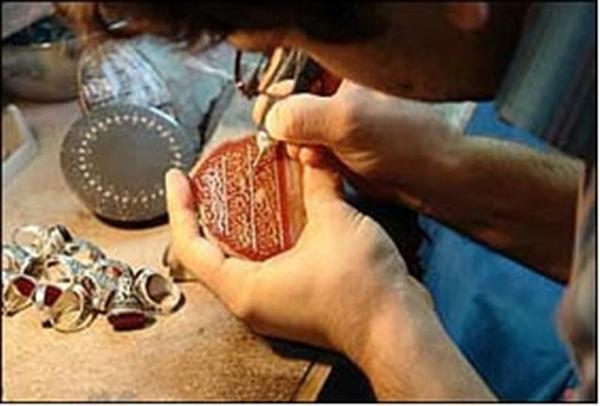 برگزاری کارگاه تراش سنگ های قمیتی در شهرستان کوثر