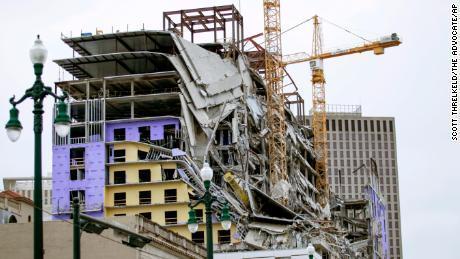 کشته و زخمی شدن 19 تن براثر فروریختن یک هتل نیمه کاره در آمریکا