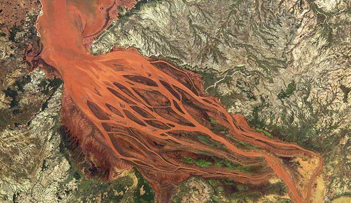 بتسیبوکا در ماداگاسکار؛چرا این رودخانه قرمز است؟، تصاویر