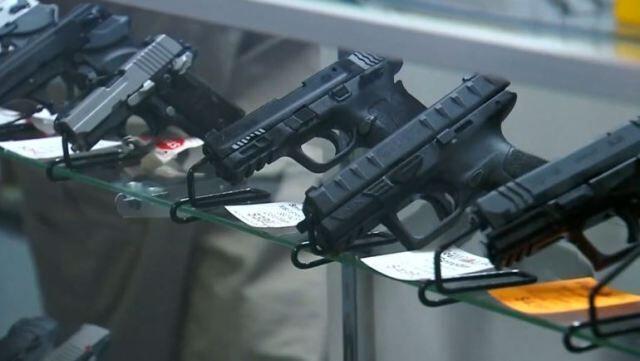 خبرنگاران جمع آوری اسلحه از فروشگاه های آمریکا؛ ترس از نا آرامی های پس از انتخابات