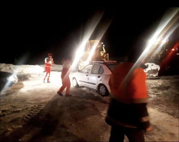 خبرنگاران 13حادثه دیده در دریاچه حوض سلطان قم نجات یافتند