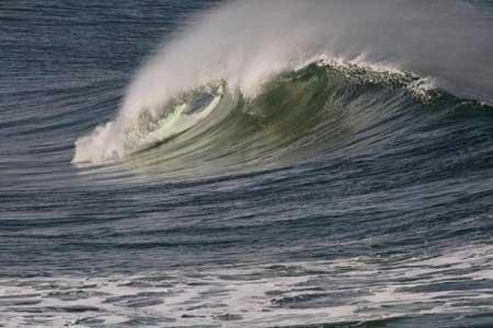افزایش ارتفاع امواج تا 3 متر در تنگه هرمز و دریای خزر